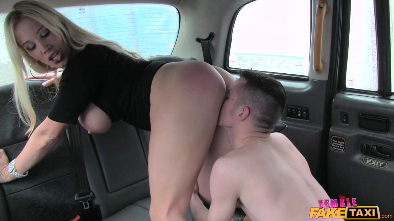 Taxi driver fucks blonde slut